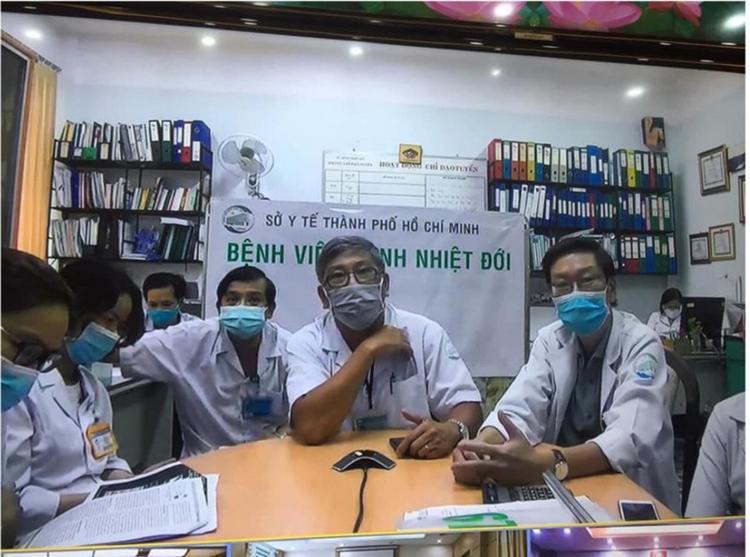 Những ngày cân não tại Bệnh viện Bệnh Nhiệt đới TP.HCM, các bác sĩ cùng hội chẩn 3 miền.