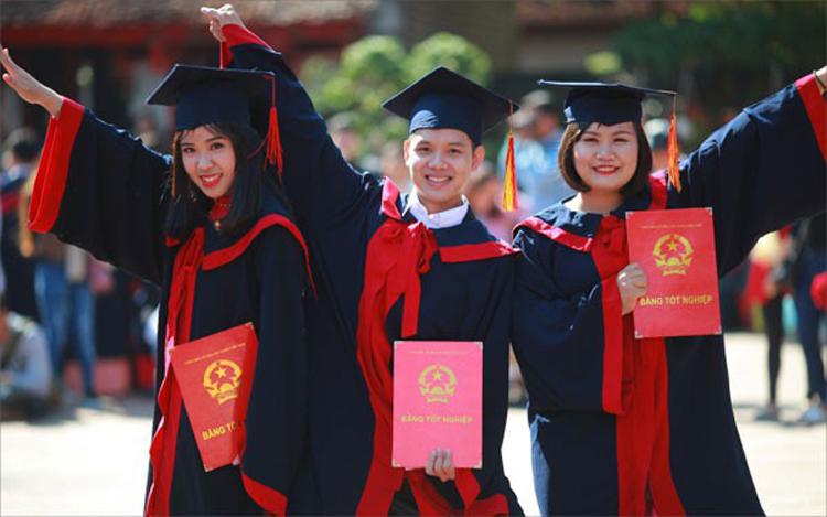 Từ 1/7/2020, sinh viên tốt nghiệp loại xuất sắc, nhà khoa học trẻ tài năng được xét tuyển vào viên chức. (Ảnh minh họa)