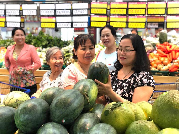 Đại diện Hiệp hội Logistics cho biết sẽ hỗ trợ phí lưu kho để các trung tâm thương mại, hệ thống siêu thị thu mua nông sản cho nông dân. Ảnh minh họa: Saigon Co.op.