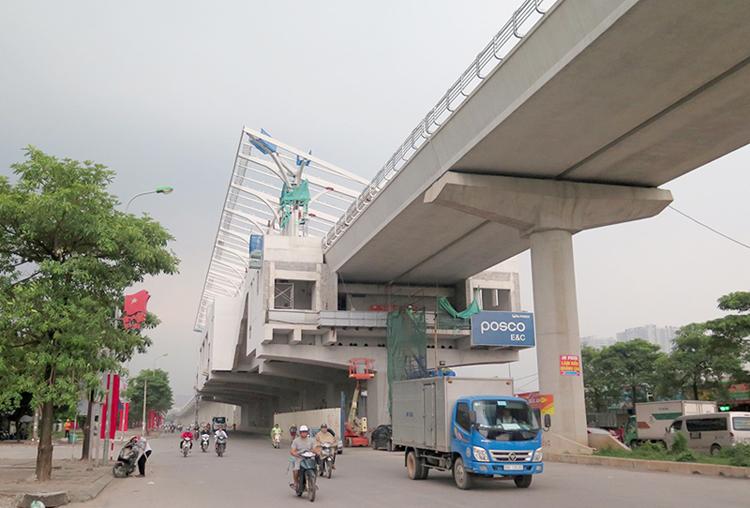Một số nhà ga đoạn trên cao đang thi công phần mái che, kết cấu cứng.