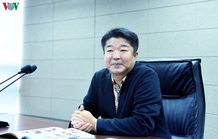 Ông Han Ik Hee, người đứng đầu bộ phận quản lý chiến lược của Pan Entertainment.