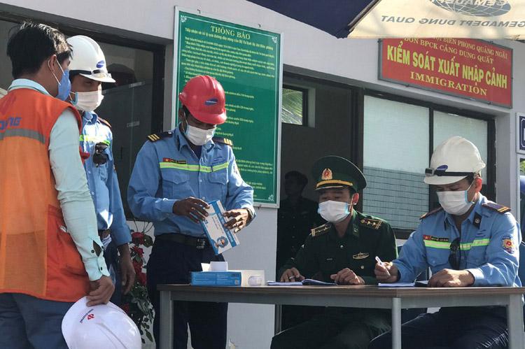 Các lực lượng chức năng tăng cường kiểm tra sức khỏe người lao động nước ngoài.