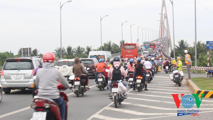 Sau thời gian thí điểm hạn chế giờ, tình trạng ùn tắc giao thông tại cầu Rạch Miễu đã có nét chuyển biến rõ rệt.
