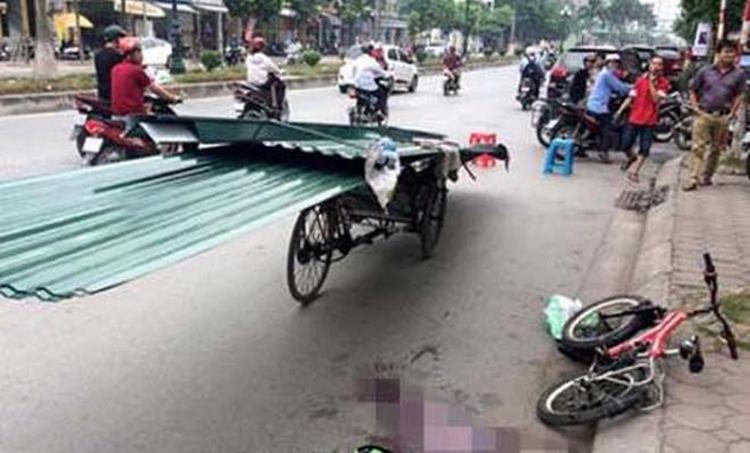 Một cháu bé bị thiệt mạng vì xe chở tôn.