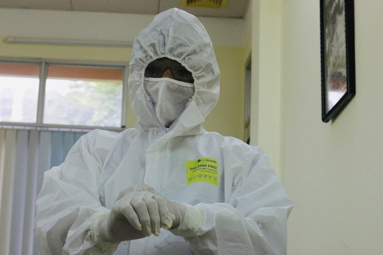 Kinh nghiệm nhiều năm trong lĩnh vực truyền nhiễm, nhưng kết quả xét nghiệm SARS-CoV-2 của BN91 hay đổi âm tính - dương tính liên tục khiến các bác sĩ vô cùng lúng túng.
