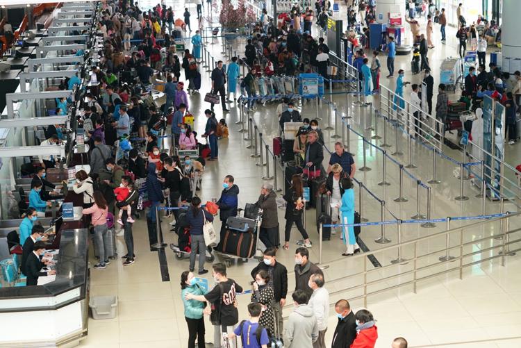 Nếu áp dụng áp giá sàn vé máy bay, việc cạnh tranh sẽ giảm, người tiêu dùng bất lợi.