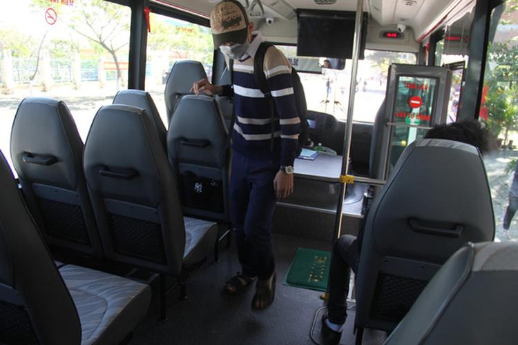 Bên trong một xe buýt trợ giá tại Đà Nẵng với chất lượng phục vụ và trang bị tốt. Ảnh: Tuổi trẻ.