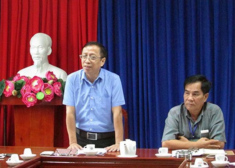 Ông Hoàng Minh Thái, Vụ trưởng Vụ Pháp chế, Bộ Văn hóa, Thể thao và Du lịch (trái).
