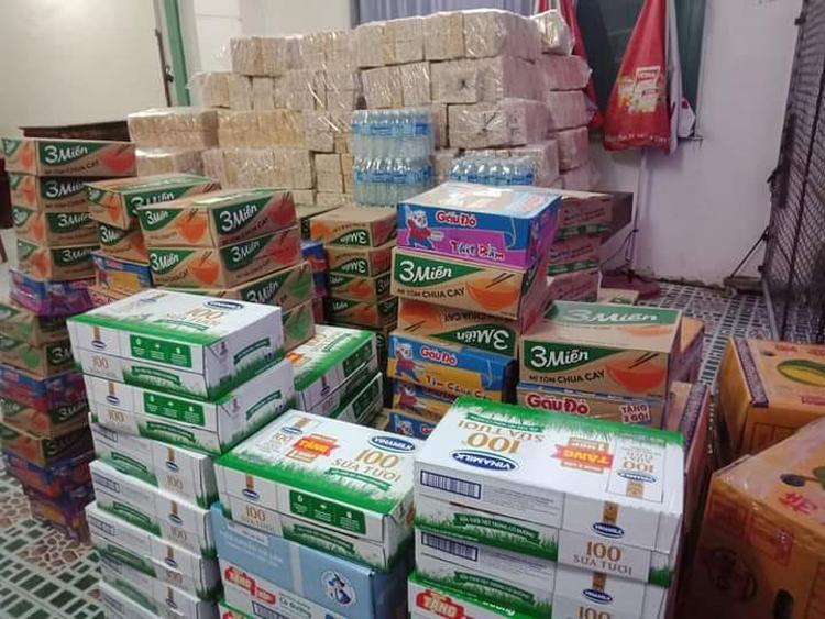 Hơn 10 tấn hàng hóa do chị Trần Thị Ngọc Thúy vận động chuyển đến cứu trợ người dân bị thiên tai.