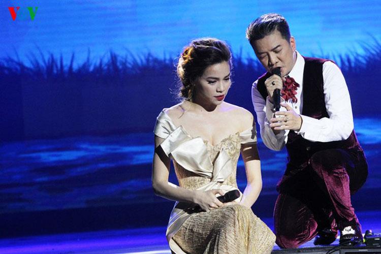 Hồ Ngọc Hà hát trong liveshow Đàm Vĩnh Hưng.