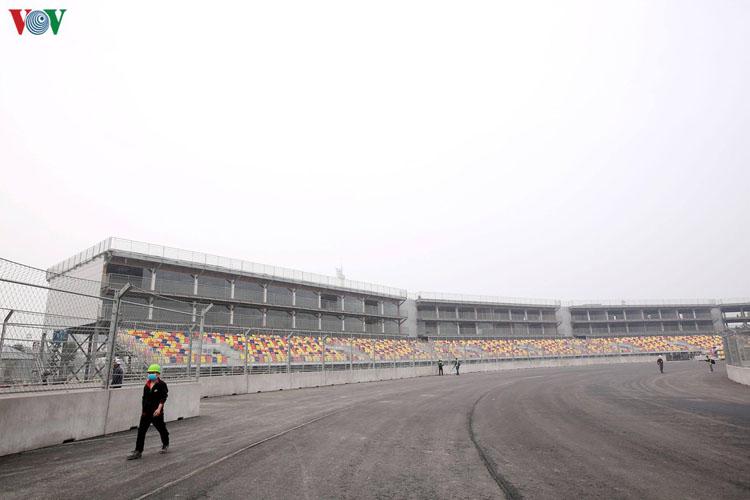 Chặng đua F1 VinFast Vietnam Grand Prix đang trong trạng thái chờ, vì e ngại diễn biến phức tạp của Covid-19.
