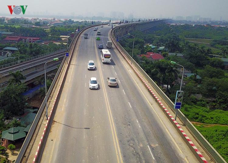 Việc sửa mặt cầu Thăng Long là phải tìm được công nghệ phù hợp với kết cấu cầu bản mặt thép. Một công nghệ xây dựng cầu được Liên Xô (cũ) giúp nước ta xây dựng từ những năm 80 của thế kỷ trước.