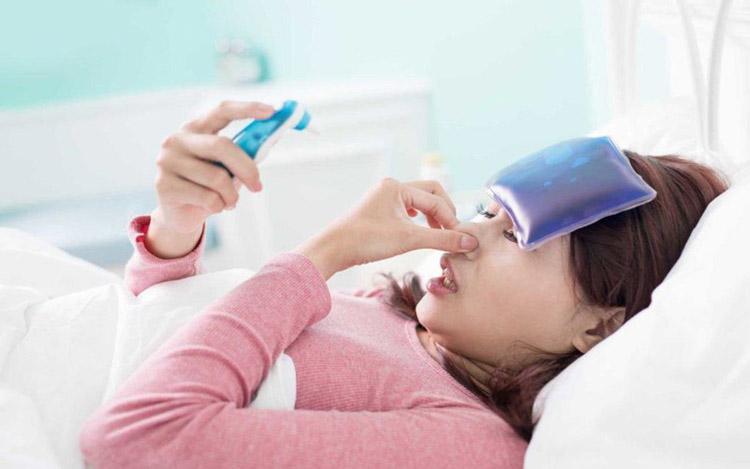 Bị xuống tinh thần: Khi bị cúm hoặc ốm bạn thường cảm thấy khó chịu, dễ cáu gắt và không làm chủ được trạng thái tinh thần của mình.
