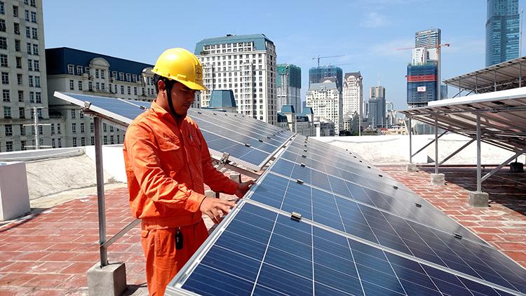 Hệ thống điện mặt trời áp mái tại Công ty Điện lực Nam Từ Liêm.
