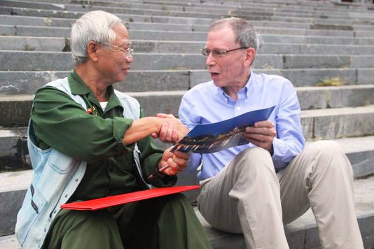 Cuộc gặp giữa 2 cựu binh 2 phía chiến tuyến bên dòng Thạch Hãn.